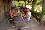 sur-yonne-restaurant-gezamenlijk-eten
