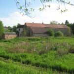 Het terrein van hotel-camping Sur Yonne in de Morvan
