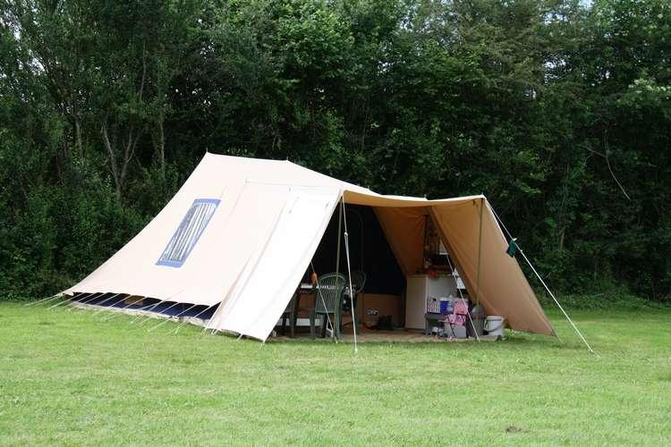 Vrijbuiter verhuurtent te huur op kleine camping Morvan