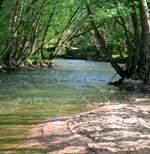 Rivier de Yonne, om te spelen in de zomer